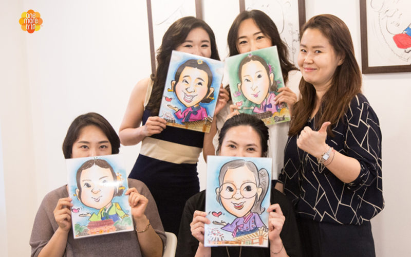 Students-showing-caricature-artworks