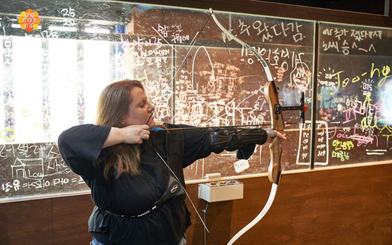 archery class woman shooting