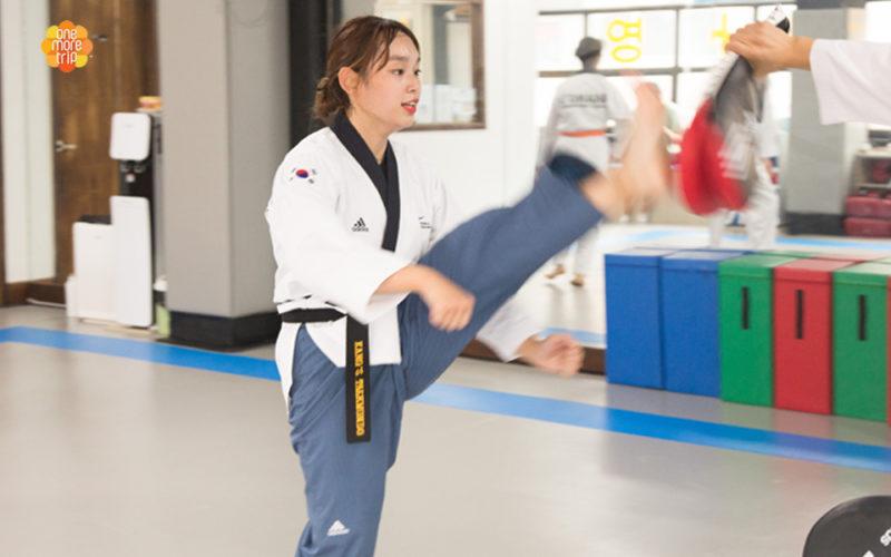 breaking pine board taekwondo