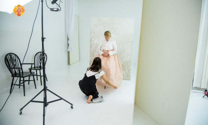 hanbok photographer fix pose