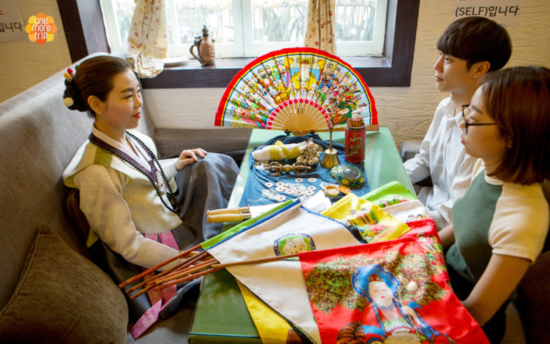 Korean fortune teller and customers
