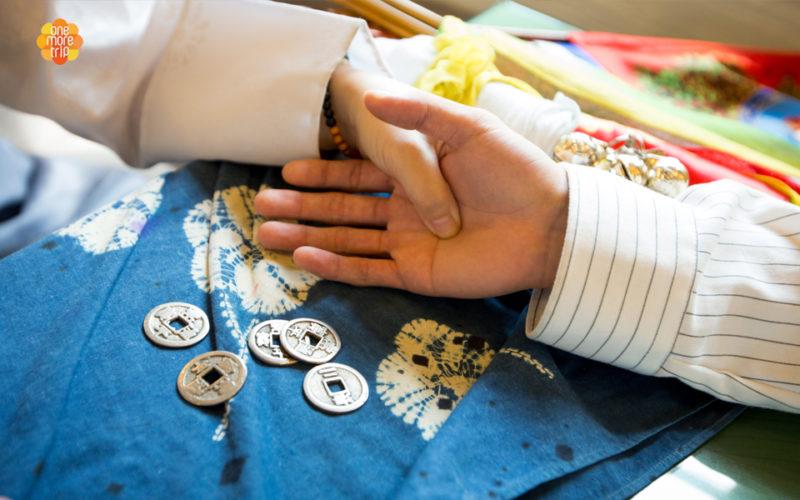 Korean fortune teller palm reading